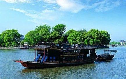 新闻 学生活动             嘉兴南湖(south lake),位于浙江省嘉兴市